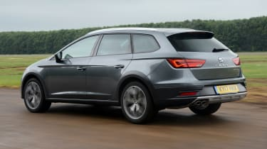 SEAT Leon X-Perience - rear 3/4 view