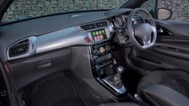 The dashboard is attractive, even if some cheaper materials can still be found too