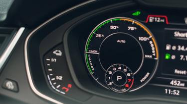 Audi Q5 55 TFSI e digital instruments