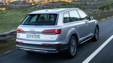 Audi Q7 SUV rear 3/4 tracking