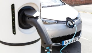 How to charge an electric car