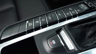 2020 Porsche Macan - centre console detail