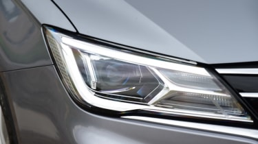 MG 5 EV estate headlights