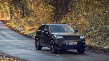 Range Rover Velar R-Dynamic Black driving