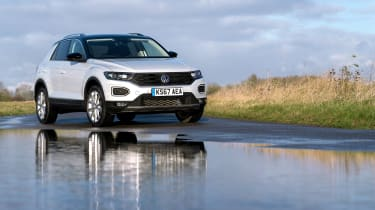 Volkswagen T-Roc SE static - reflection