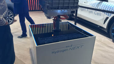 BMW i Hydrogen NEXT SUV - Fuel cell
