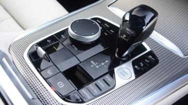 BMW X5 xDrive45e SUV gearlever