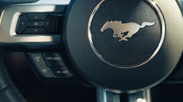 Ford Mustang coupe 2014 steering wheel