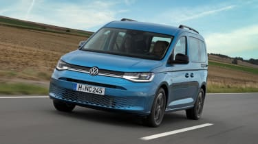 2020 Volkswagen Caddy California camper - driving
