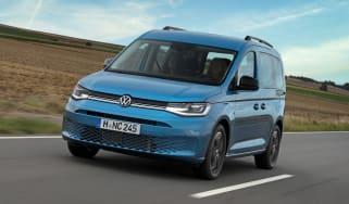 2020 Volkswagen Caddy California camper - driving