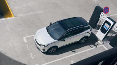 2020 Peugeot 3008 PHEV - charging static