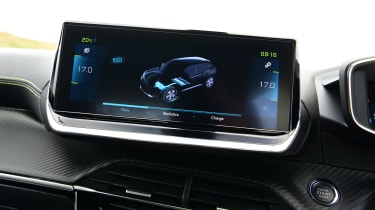 Peugeot e-2008 SUV range display