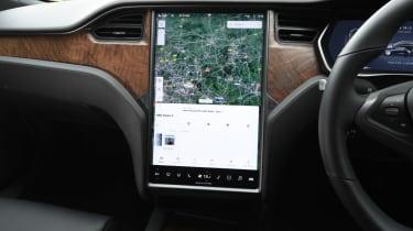 Tesla Model S - infotainment