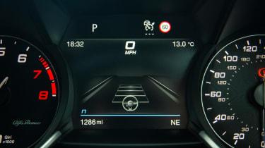 Alfa Romeo Giulia Quadrifoglio digital instrument screen