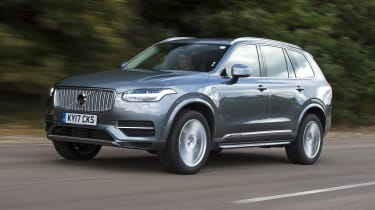 Volvo XC90 T8 - front 3/4 view