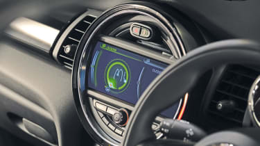 MINI hatchback 2014 sat-nav screen