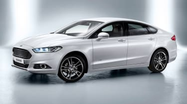 Ford Mondeo saloon 2014 front quarter