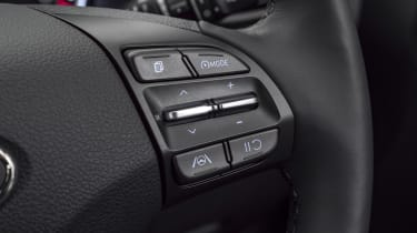 2021 Hyundai i30 steering wheel buttons