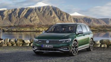 2019 Volkswagen Passat AllTrack front quarter