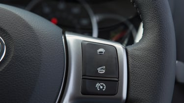 Toyota Yaris steering wheel controls
