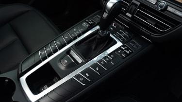 2020 Porsche Macan - centre console