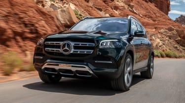 Mercedes GLS SUV nose tracking