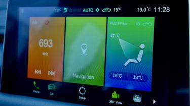 2020 MG HS plug-in hybrid infotainment screen