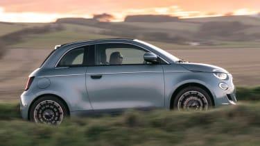 Fiat 500 hatchback side panning