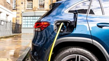 Mercedes GLA 250 e SUV charging cable