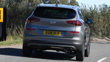 Hyundai Tucson Premium - rear 3/4 driving