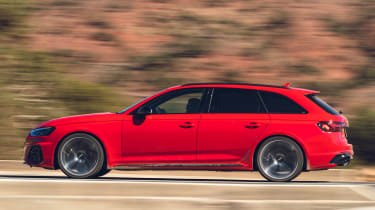 Audi RS4 Avant estate side panning