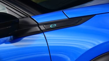 Peugeot e-2008 SUV front wing
