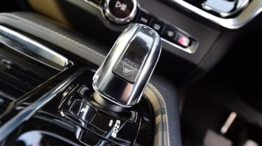 Attention to detail is excellent – the gearknob is made from real crystal, for example