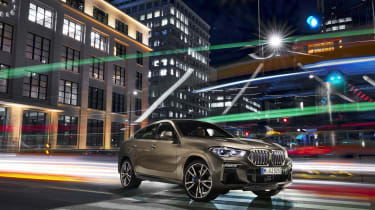 2019 BMW X6 - static 3/4 dynamic city