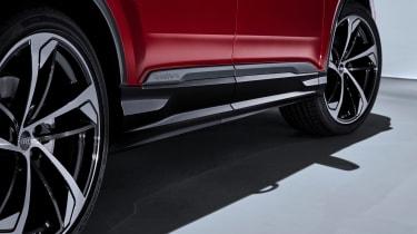Audi Q7 SUV facelift side skirts