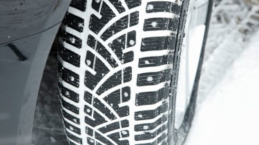Winter tyre tread