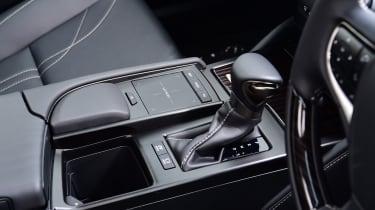 Lexus ES saloon gearlever