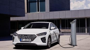 Hyundai Ioniq Plug-in Hybrid charging