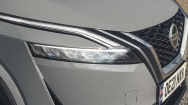 2021 Nissan Qashqai headlight