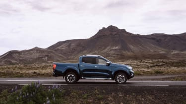 2019 Nissan Navara - side view static