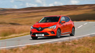 Renault Clio - front 3/4 dynamic