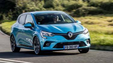 Renault Clio E-Tech Hybrid - front 3/4 dynamic