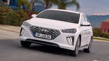 Hyundai Ioniq Hybrid front tracking