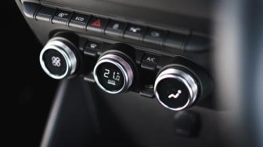 Dacia Duster Prestige climate control dials