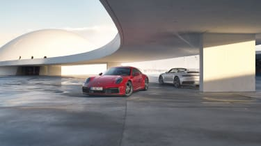 Porsche 911 Carrera 4 Coupe & Cabriolet