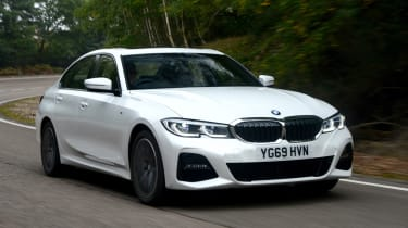 BMW 330e saloon front 3/4 tracking