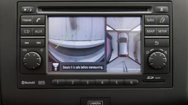 Nissan Qashqai 360 SUV 2013 parking assist