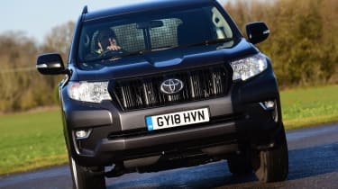 Toyota Land Cruiser Utility front tracking