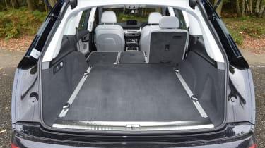 Audi Q7 e-tron - boot