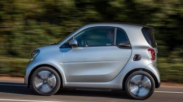 Smart EQ ForTwo hatchback side panning